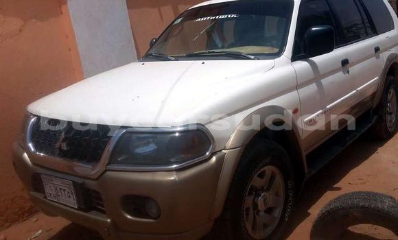 Buy Used Mitsubishi Pajero White Car in al-Khartum in al-Khartum