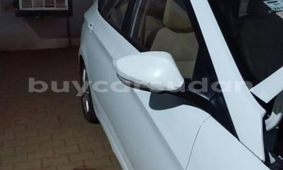 Buy Used Hyundai Elantra White Car in Khartoum in Khartoum