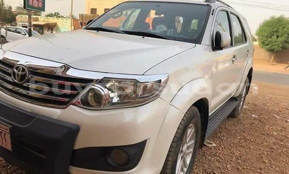Buy Used Toyota Fortuner White Car in Khartoum in Khartoum