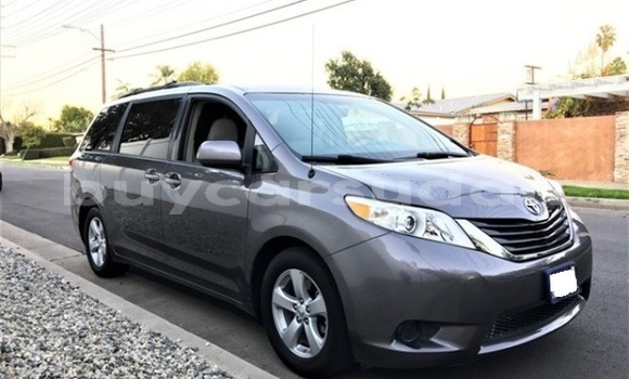 Buy Import Toyota Sienna Other Car in Bur Sudan in al-Bahr-al-Ahmar