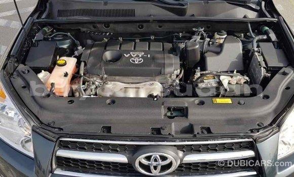 Buy Import Toyota HiAce Green Truck in Import - Dubai in Al Jazirah State
