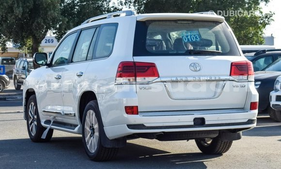 Buy Import Toyota Land Cruiser White Car in Import - Dubai in Al Jazirah State
