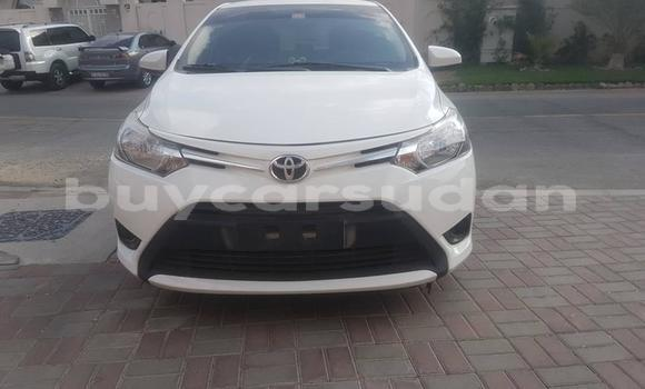 Buy Used Toyota Yaris White Car in al–Khartum in al-Khartum