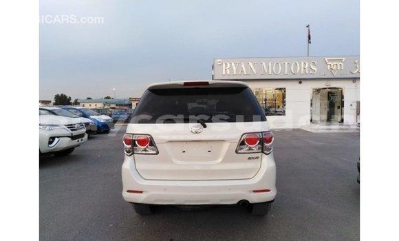 Buy Import Toyota Fortuner White Car in Import - Dubai in Al Jazirah State