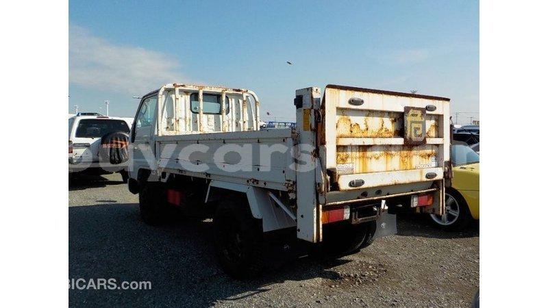 Big with watermark toyota dyna al jazirah state import dubai 3852