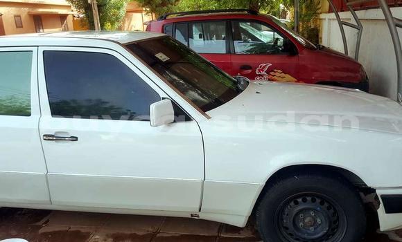 Buy Used Mercedes‒Benz E-Class White Car in Khartoum in Khartoum